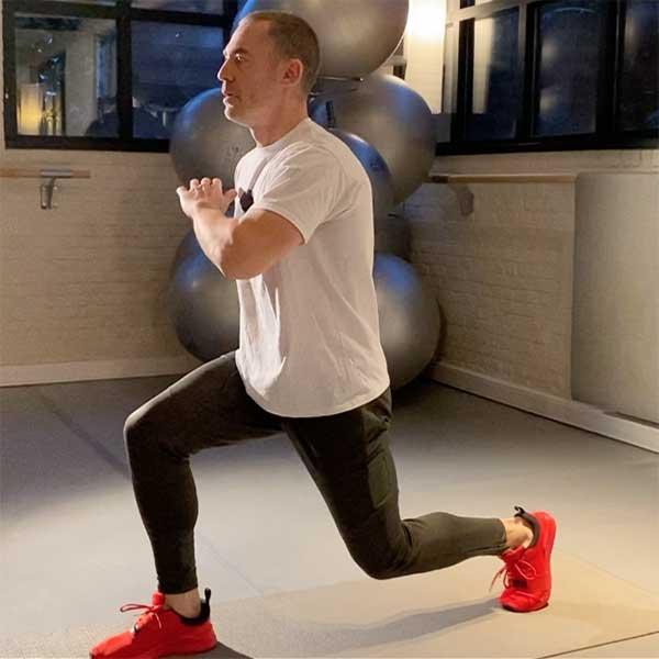 Ce cours implique un travail ciblé sur le renforcement du centre du corps ou « noyau »