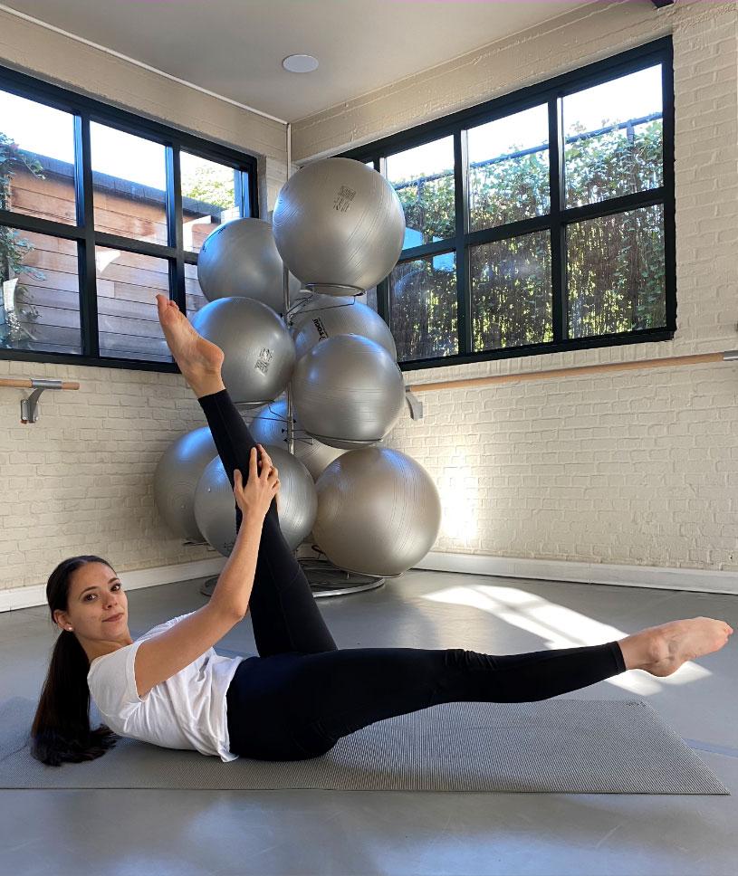 Pilates stretch, les étirements détendent les tendons et les ligaments